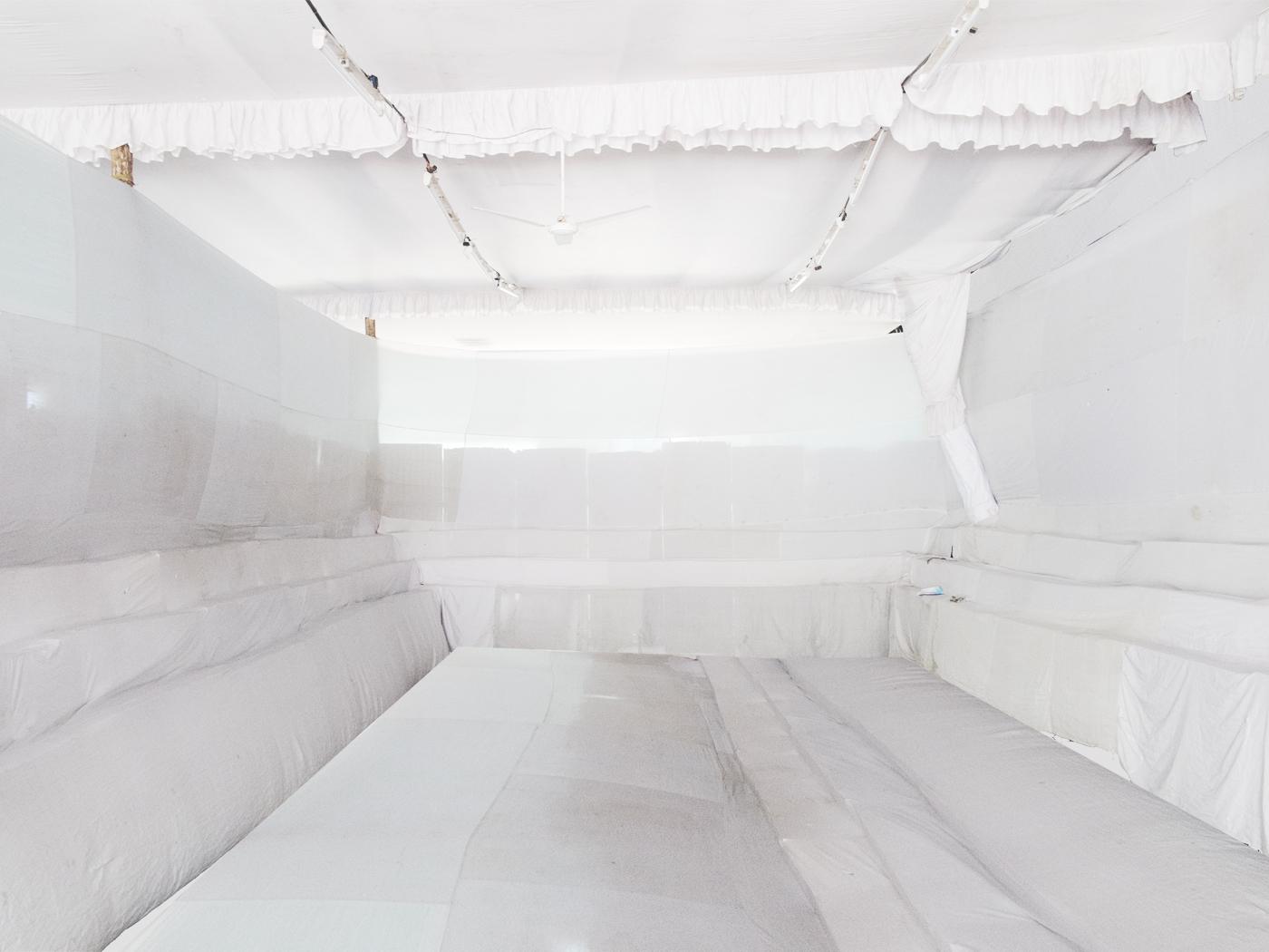 whiteroom_